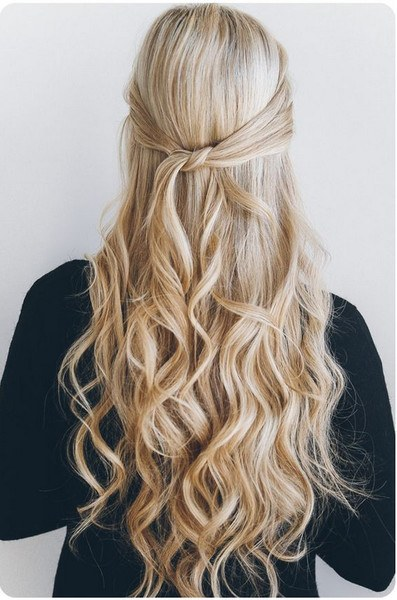 quck and easy knotted halfup hairstyle