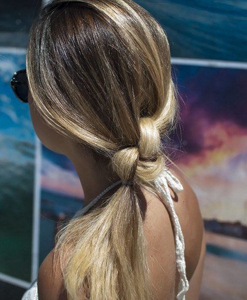 quick and easy knotted ponytail